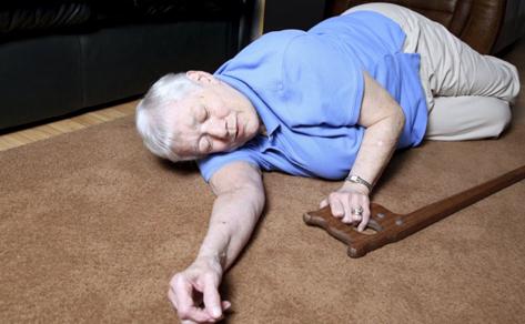 老人摔倒后骨折的症状