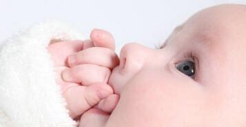 新生儿吐奶怎么回事呢