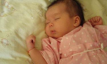 未满月的宝宝睡觉不踏实的原因