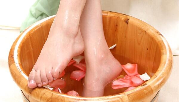 女人经常泡脚的好处