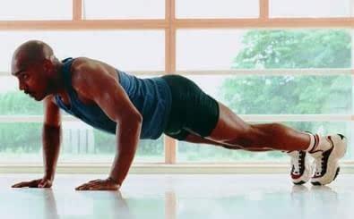 俯卧撑主要锻炼哪里的肌肉