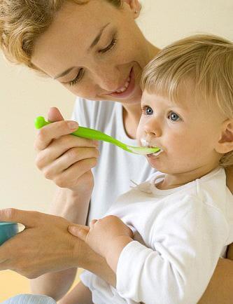 八个月的婴儿怎样喂养