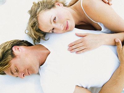 做爱时怎样能控制男性射精的欲望?