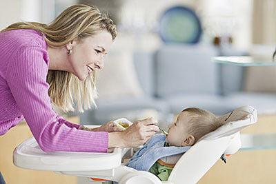 小孩几个月可以吃辅食