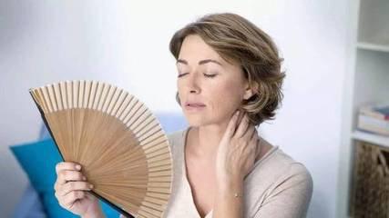 女性更年期潮热出汗