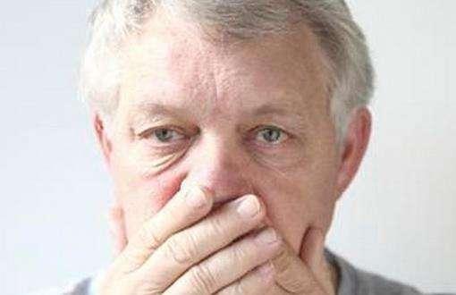 老人发生口臭的原因