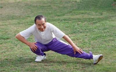 老年人要了解膝关节炎的症状表现