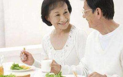 老年人吃早餐不应该太早