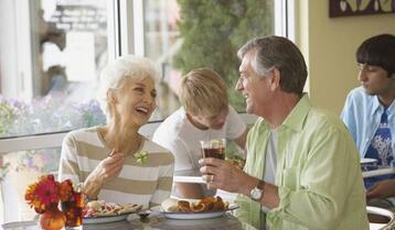 老年人吃饭时有哪些注意事项