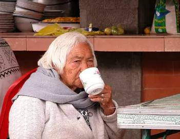 缓解老年人便秘的方法包括哪些