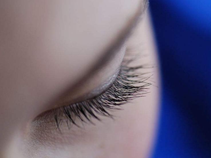 眼睫毛怎么变长变密