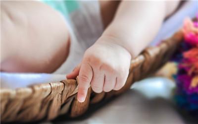 新生儿睾丸鞘膜积液怎么办