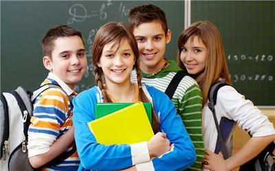青春期女生身体发育的特征