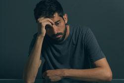 为什么焦虑容易破坏性快乐