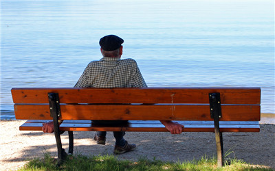 老年人喝水应该注意哪些事项