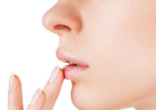 嘴唇起泡是什么原因