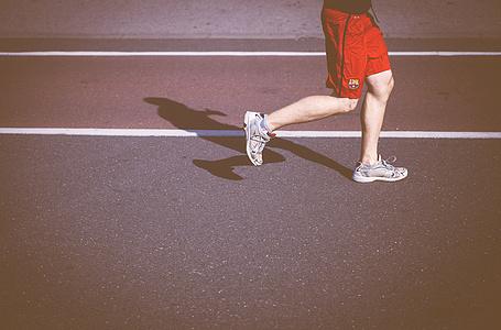 跑步完多久可以喝水