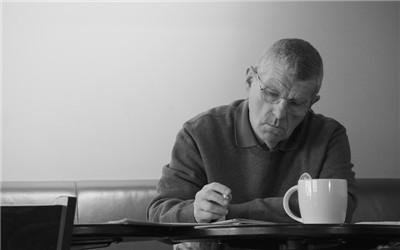 老人读书可防痴呆 谨记四个要点