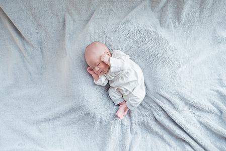 婴儿睾丸鞘膜积液症状
