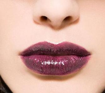 嘴唇发黑是什么原因