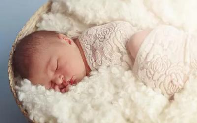 新生儿吃奶量标准