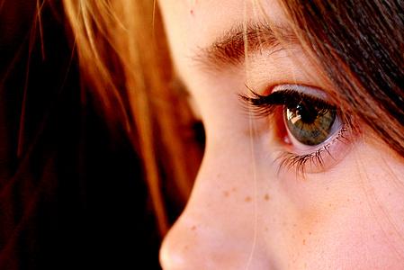 去除黑眼圈眼袋的方法
