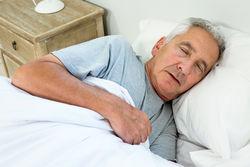 老人晚上失眠怎么办才好
