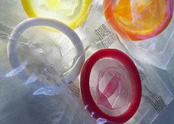 过性生活时如何正确使用避孕套?