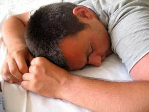 趴着睡觉会影响性爱功能