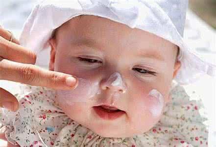 婴儿皮肤干裂怎么办 注意防晒