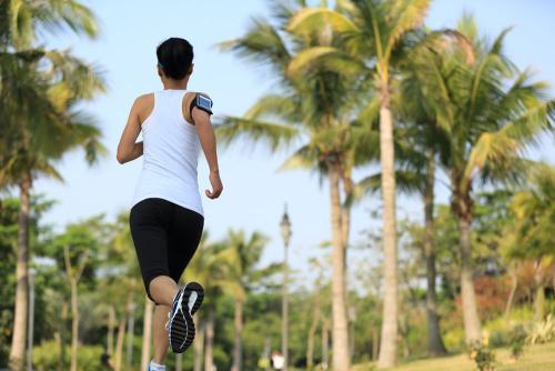跑步前的拉伸运动怎么做