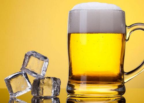 脸上有皱纹怎么办 喝啤酒去皱