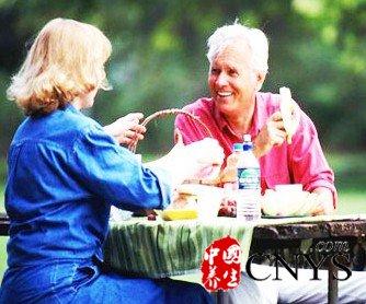 夏季老年人的健康饮…