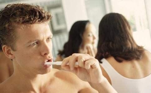 男人不刷牙竟易导致阳痿出现